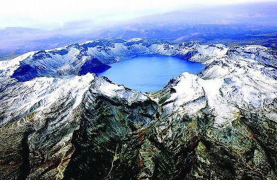 Jezioro w kalderze wulkanu Baekdu