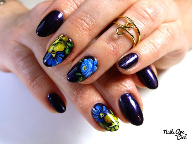 Nail art - Fleurs façon Zhostovo par Nails Arc en Ciel