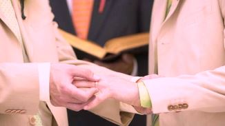 Biserica episcopală scoțiană a aprobat căsătoria religioasă a cuplurilor homosexuale