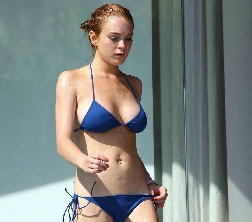 hot bikini images of lindsay