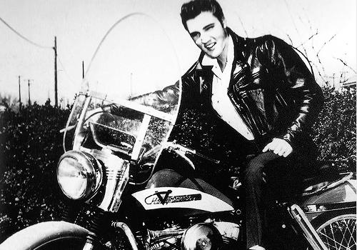 Старые фотографии: Элвис Пресли на своем Harley-Davidson