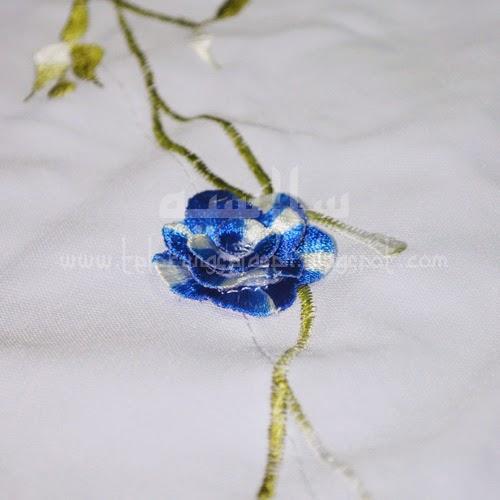 Telekung Vietnam bunga biru royal / daun hijau-putih sulam bunga timbul