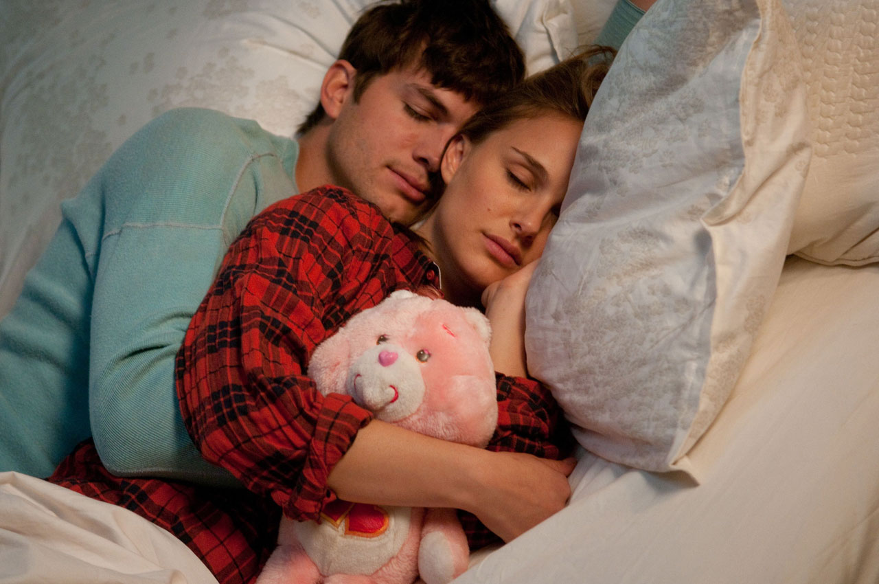 http://1.bp.blogspot.com/-rl0RIB18VAU/Tx9CGdyi_tI/AAAAAAAAA58/6EJ5DHPPCdw/s1600/No-Strings-Attached-Film-Still-Natalie-Portman-Ashton-Kutcher.jpg