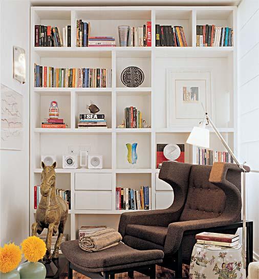 Salas pequenas ou apartamentos pequenos, as estantes suspensas são a