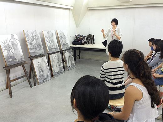 美術クラブ 横浜美術学院の中学生向け教室 たっぷりとした空間を描く「静物デッサン」11
