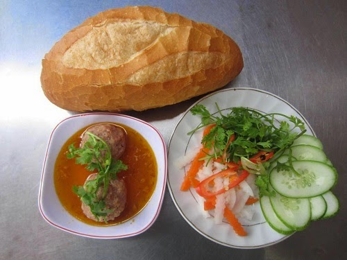 Banh Mi Vietnam (Traditional Vietnamese Bread Food)2