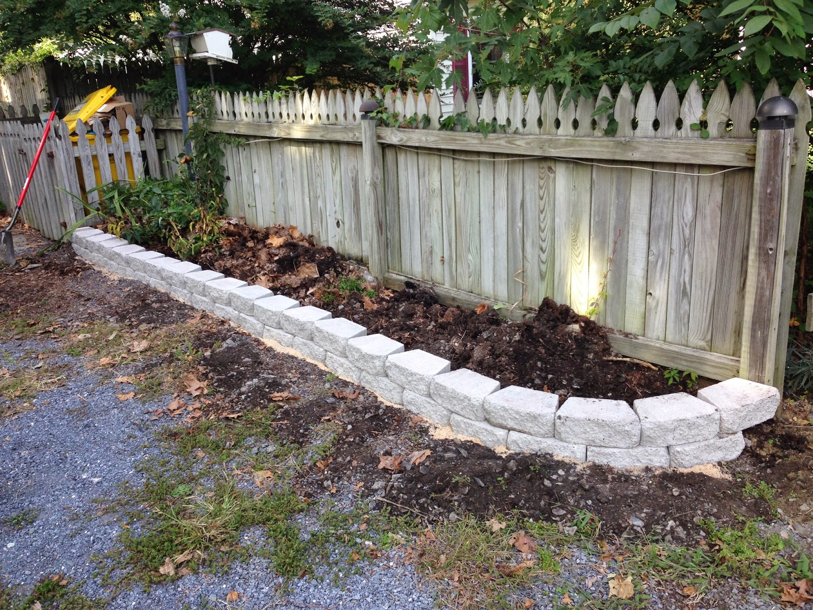 Pine whiff house diy curb appeal with a quick flower bed for Diy garden borders