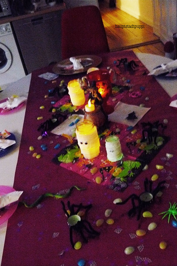 DIY Halloween Table Setting for Kids with Mummy-Candle and Spider-Lights by Hauptstadtpuppi