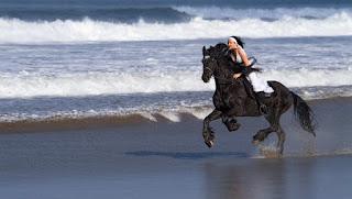 seperti coboy junior naik kuda di telaga sarangan