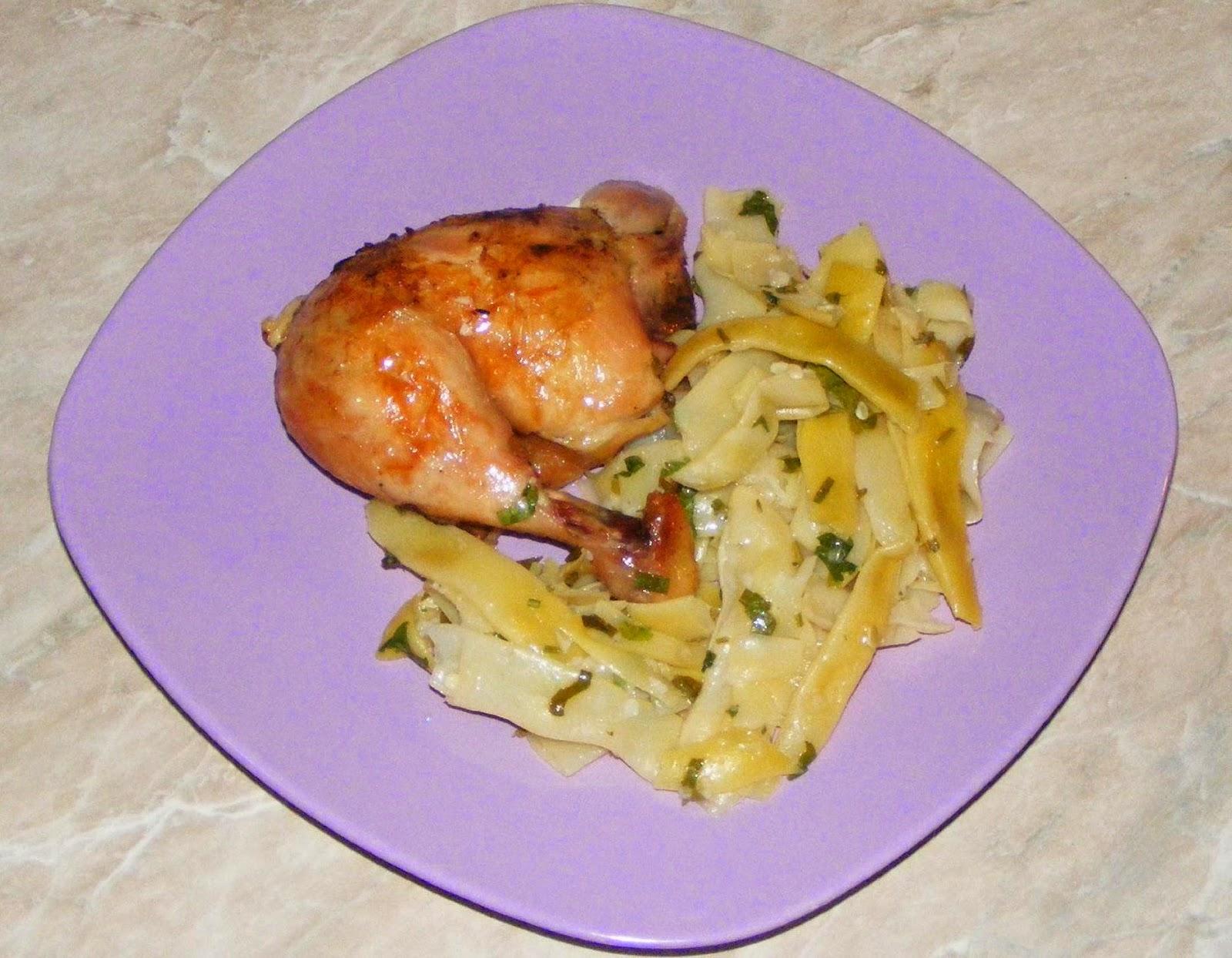friptura de pui la cuptor cu o garnitura de salata de fasole verde, retete si preparate culinare cu carne de pui, retete si preparate culinare cu fasole verde pastai, retete de mancare, retete mancare, retete culinare,