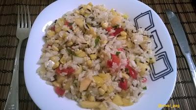 Ració d'amanida d'arròs integral amb nectarines