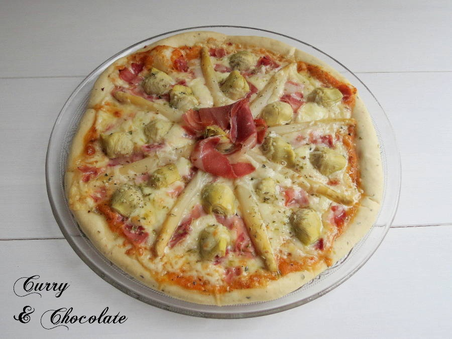 Pizza with artichokes and white asparagus