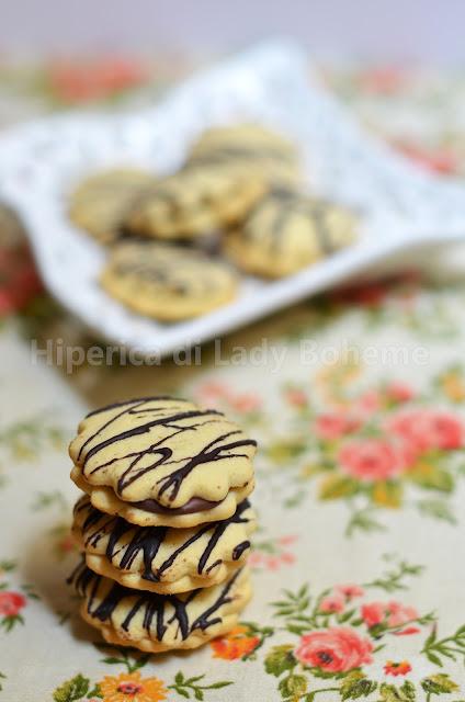 hiperica_lady_boheme_blog_di_cucina_ricette_gustose_facili_veloci_dolci_biscotti_doppi_al_cioccolato_e_mascarpone_2