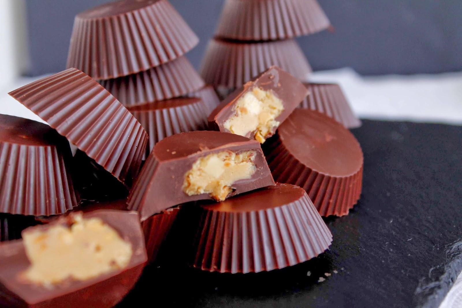Receta Bocados de chocolate rellenos de crema de cacahuete
