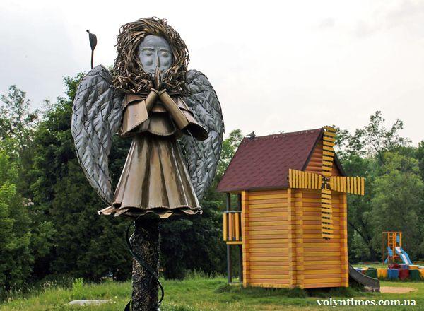 Ангел в парку Луцька (автор В.Семенюк)