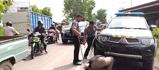 Tabrakan Mobil Polisi Vs Sedan 1 Orang Dilarikan Ke Rumah Sakit