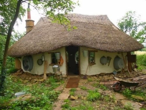 01-Front-Cottage-Michael-Buck-Hobbit-House-for-£150-www-designstack-co