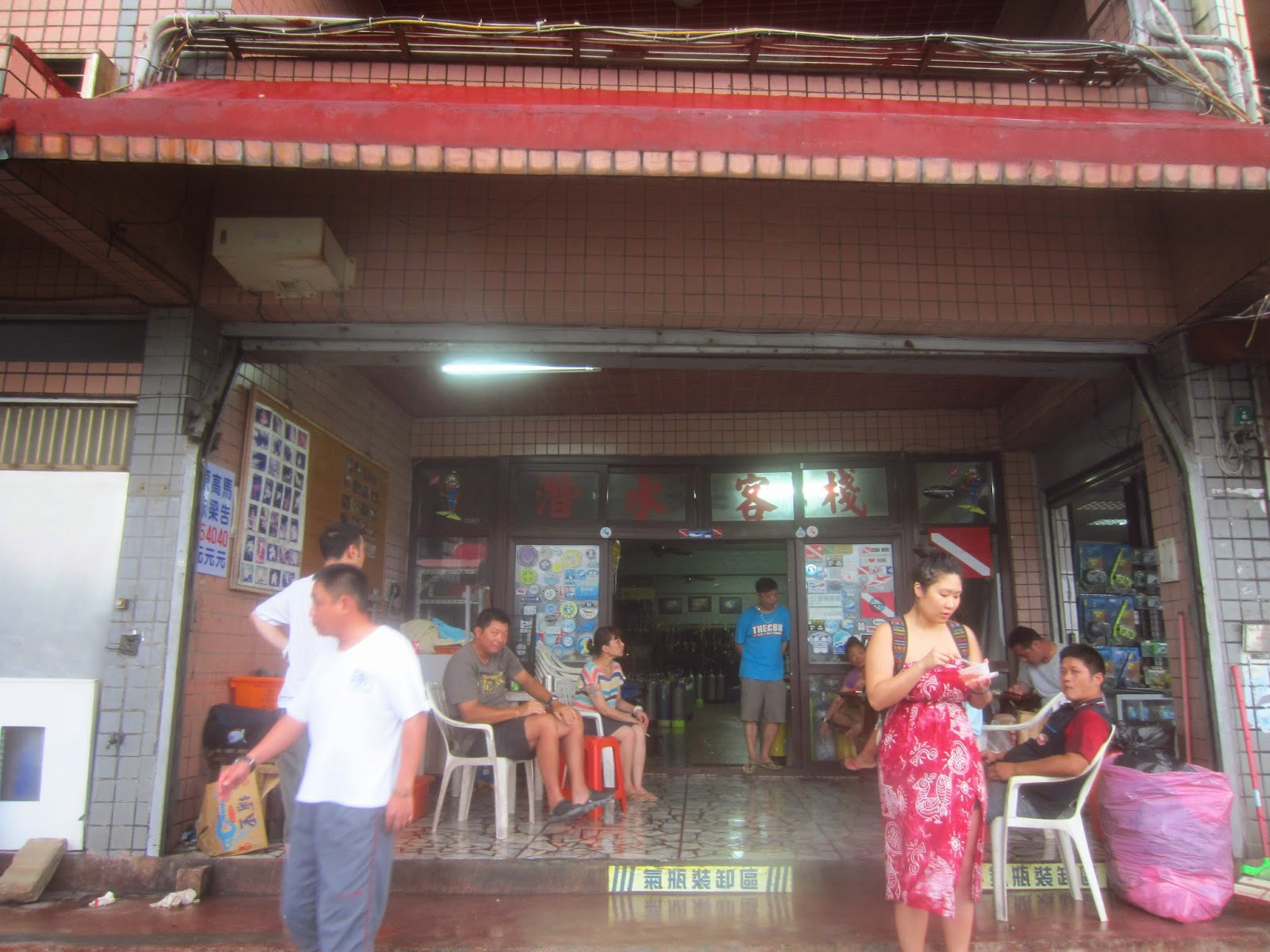 The best snorkel rental shop in Long Dong, featuring cheap prices and free showers.