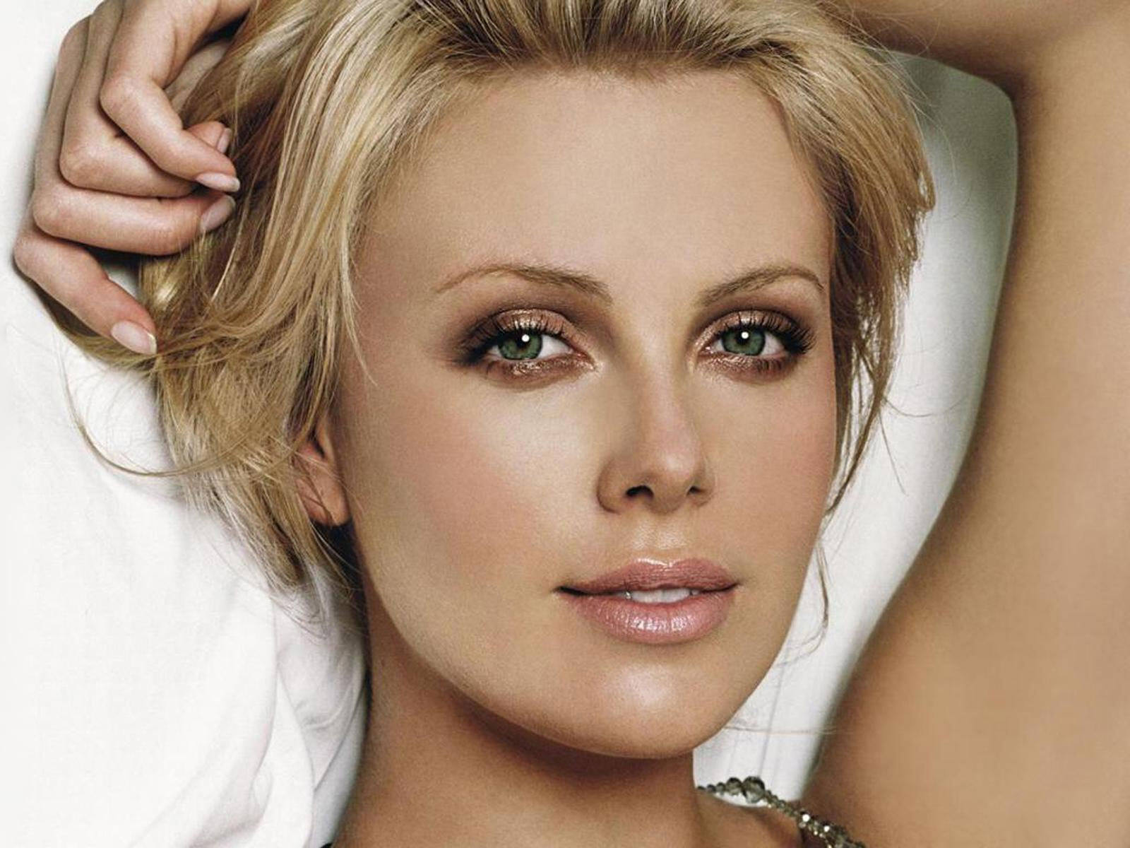 Charlize Theron Hairstyles Cute Haircut Style Ideas