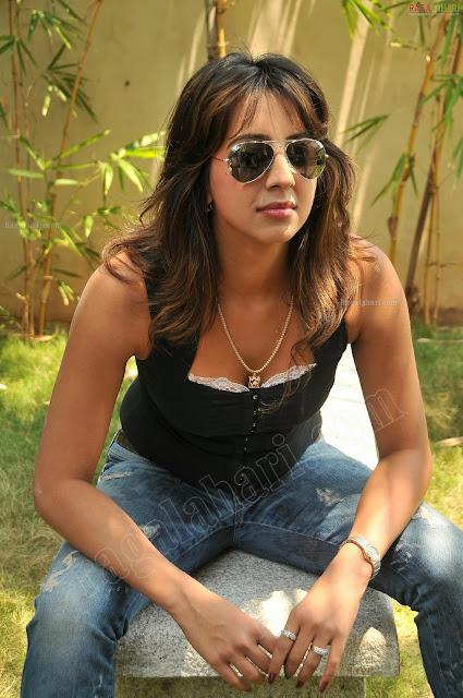 http://1.bp.blogspot.com/-ro_8ztT782g/TafePmDhIMI/AAAAAAAAHbM/o0E17M2nHHc/s1600/dussasana-heroine-sanjana-high-resolution11.jpg