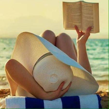 ΘΕΡΟΣ 2017: Με ένα βιβλίο στην παραλία!!!
