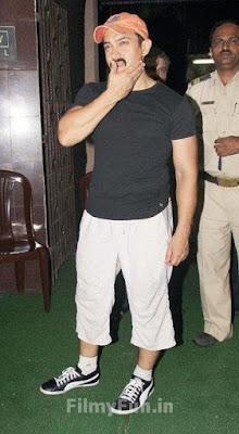 Aamir_Khan_for_the_Tendulkars_FilmyFun.in