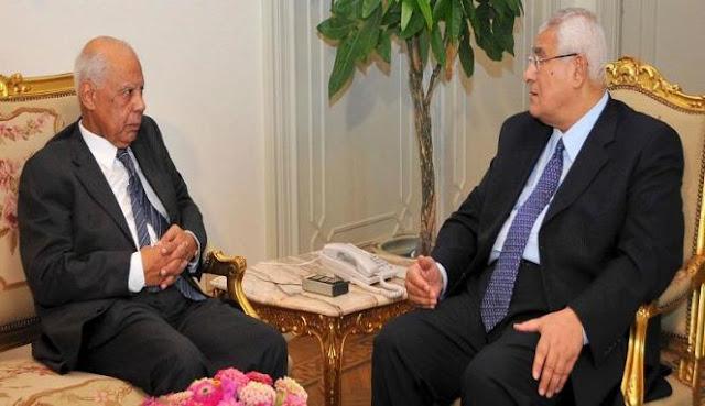 Presiden Mesir Adly Mansour (kanan) dan Perdana Menteri Mesir Hazem el-Beblawi (kiri)