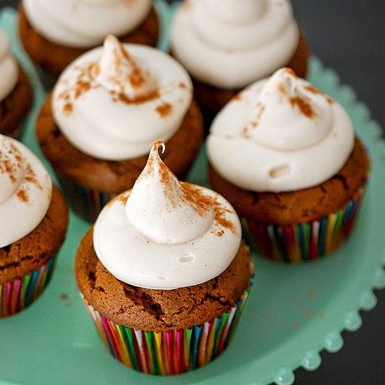 ... for dessert!: Gingerbread cupcakes with cinnamon cream cheese frosting