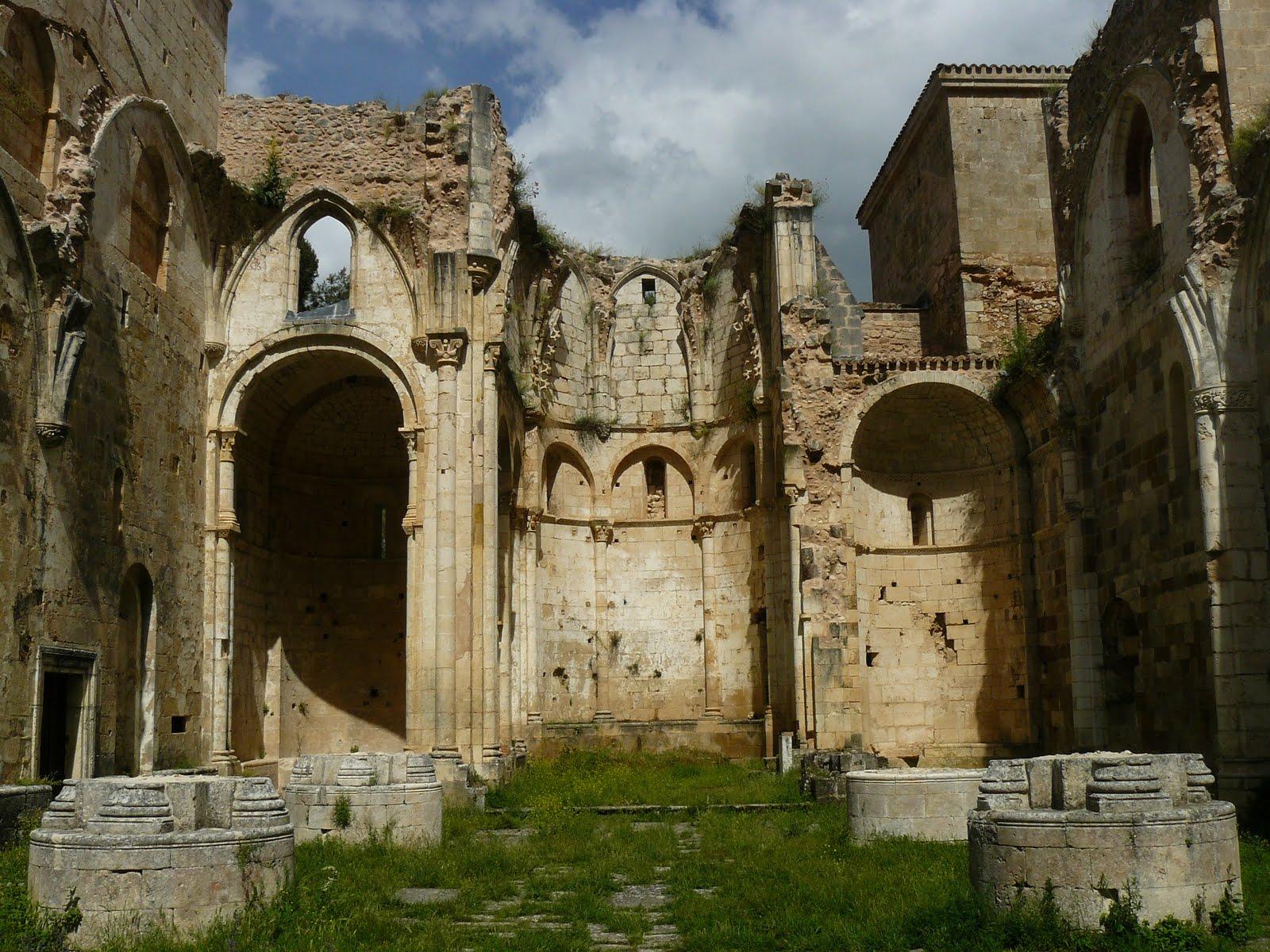 Claustro de Palamos posiblemente el claustro románico de San Pedro de Arlanza (Burgos) sigloXII