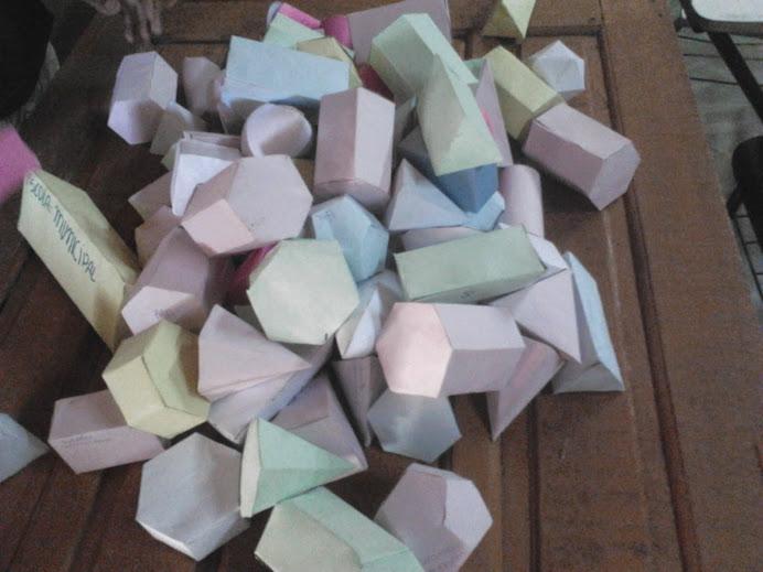 sólidos geométricos diversos