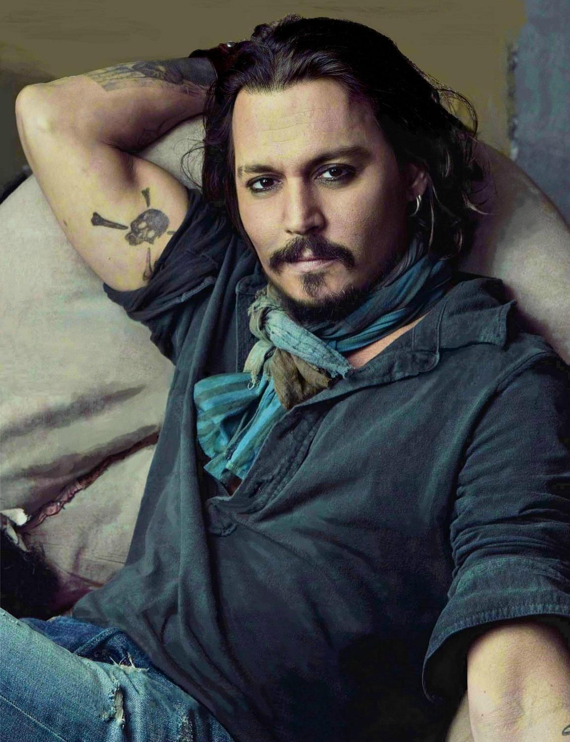 http://1.bp.blogspot.com/-rpBl5Z2gpt4/UBcHfxuj1fI/AAAAAAAAGBI/9dSFRHv9NGI/s1600/johnny-depp-UK-Vanity-Fair-2011-Jan-johnny-depp-18182808-1149-1495.jpg