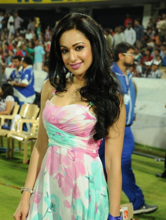 Tamil Actress Madhuri Bhattacharya Hot Stills Gallery In CCL Photos unseen pics