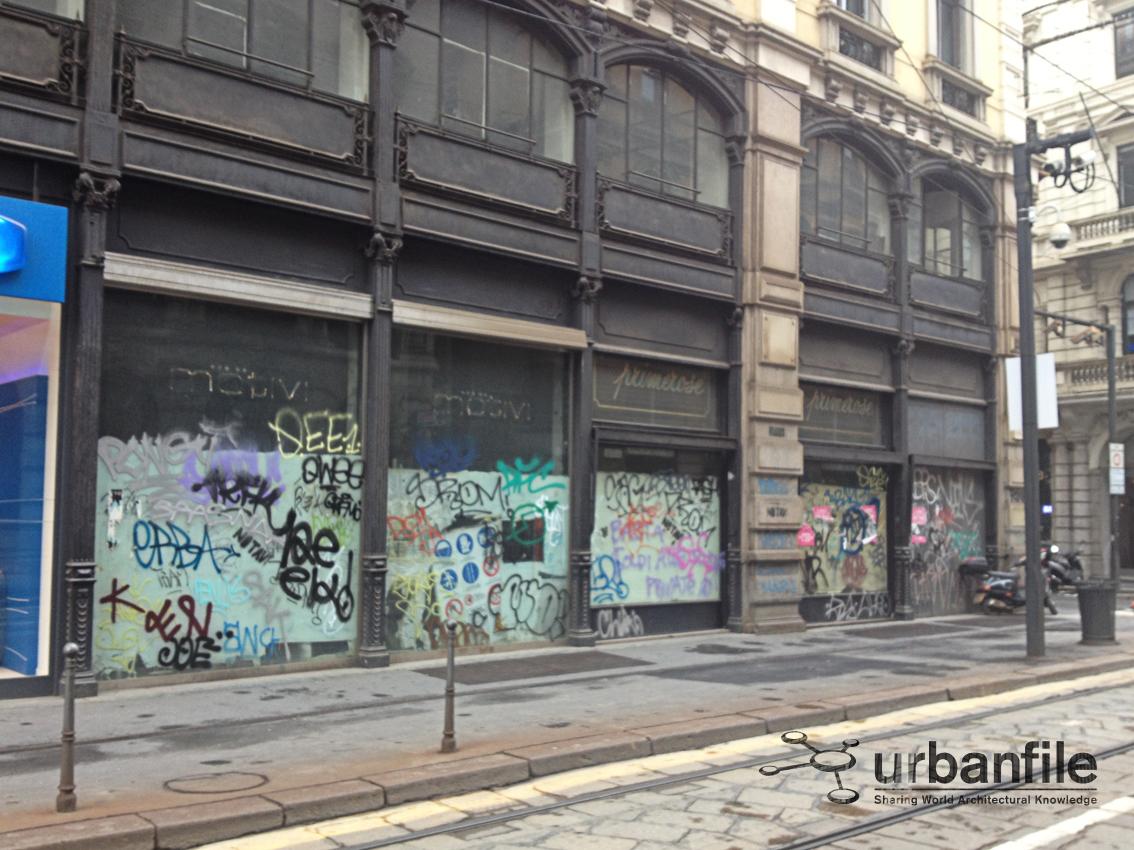 Milano il degrado in piazza cordusio urbanfile blog for Arredo sud messina