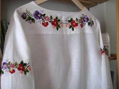 Folk motif Serbia hand embroidery