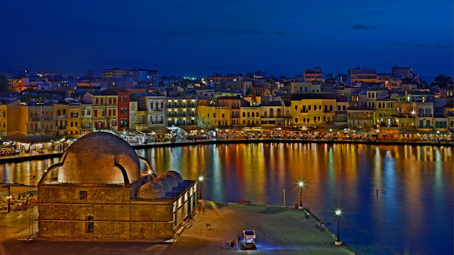 The Venetian Harbor and Old Town of Chania, Greece (© Hercules Milas/Alamy)