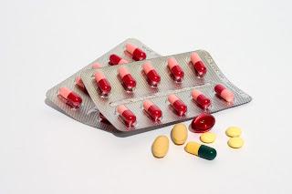 Bunte Pillen und Tabletten