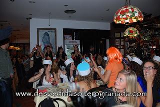 Despedidas de soltera y soltero en restaurante en Granada 2
