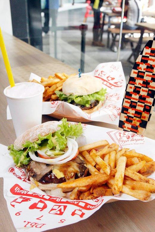 Teddy's Bigger Burger Kailua Burger