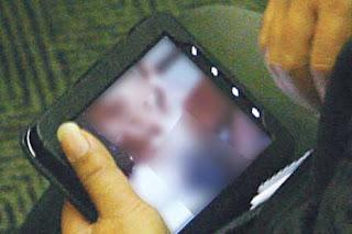 Foto Anggota DPR Nonton Video Porno