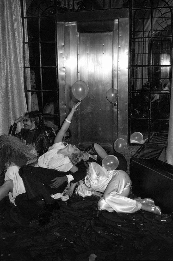 Inside the studio 54 in manhattan new york city in the for Studio 54 balcony