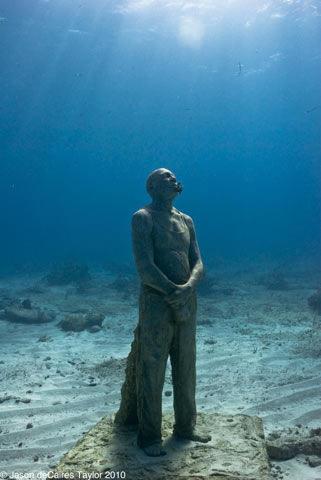 Podvodne skulpture - Page 3 Man_0n_Fire18