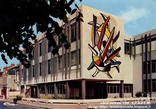 Corbeil-Essonnes - La Maison des Jeunes et de la Culture.  Architectes: Claude Flambeau, Michel Picault et Dameron.  Mosaïque: Fernand Léger et Lino Melano  Création: 1965-1966