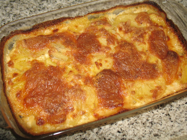 Patatas al horno con jamon de york