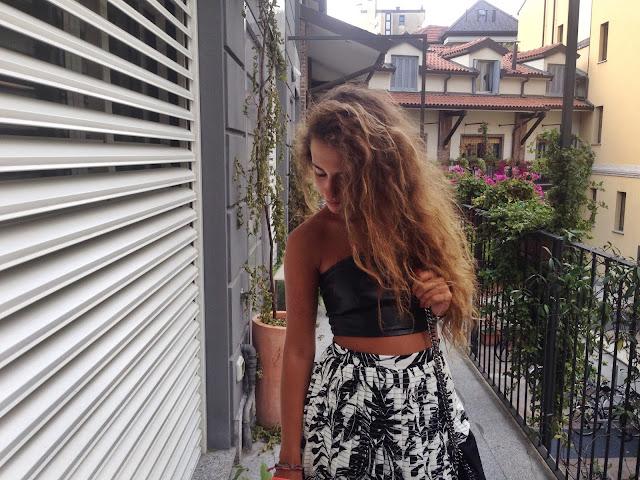 isola d'elba, shoping in isola delba, red turtleneck, fashionneed by valentina rago, fashion need, jhonny ward onestep4ward,