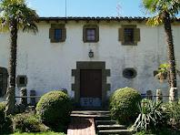 Portal d'accés al jardí posterior de Can Serrabou
