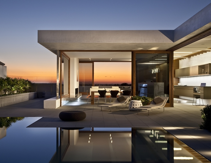 Modern Home Designed By Laidlaw Schultz Architects In Corona Del Mar