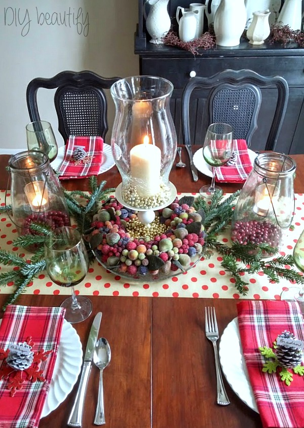 Polka dots and plaid Christmas table at www.diybeautify.com