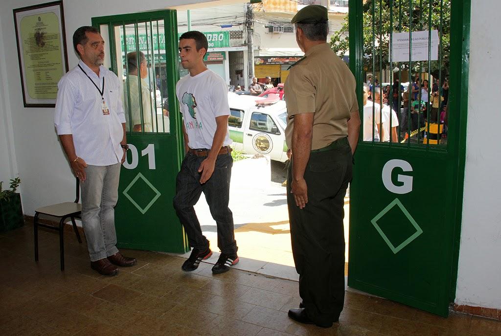 Secretário de Segurança Da Luz e sargento Miroveu acompanham o ingresso simbólico dos atiradores ao serviço militar