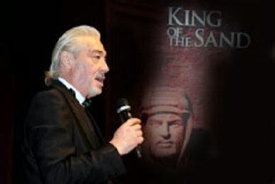 """ملك الرمال"""" يفتتح عروضه في دار الأوبرا.. أنزور: كاميرا الفنان جنبا إلى جنب مع بندقية الجندي العربي"""