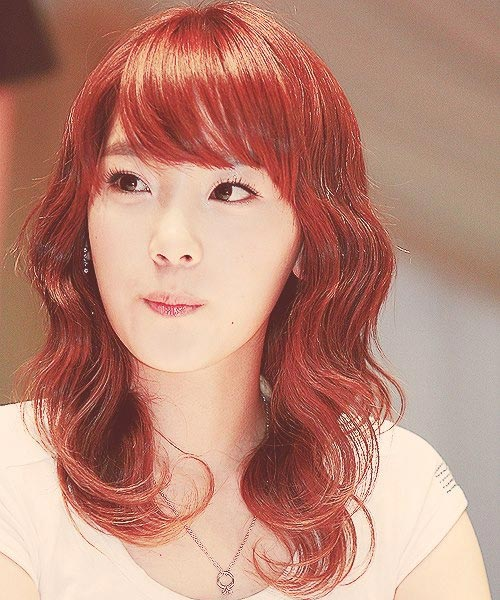 Taeyeon red hair color wavy hairstyle